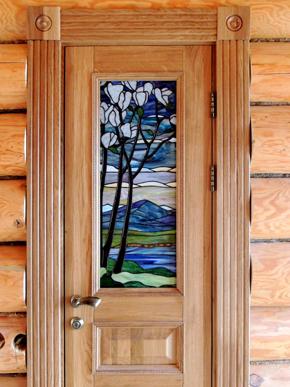 двери из массива дуба с витражами Тиффани