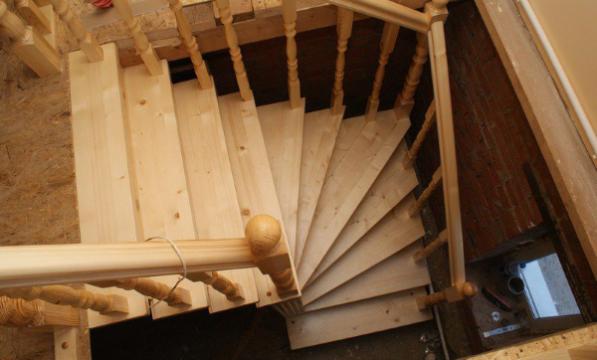 Лестница на второй этаж своими руками из дерева с фото 49