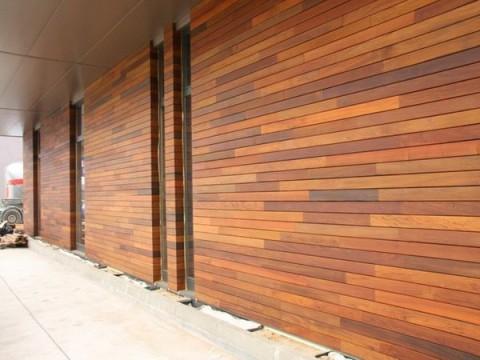 Отделка фасадов деревянными панелями