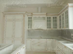 Белая кухня из массива ольхи