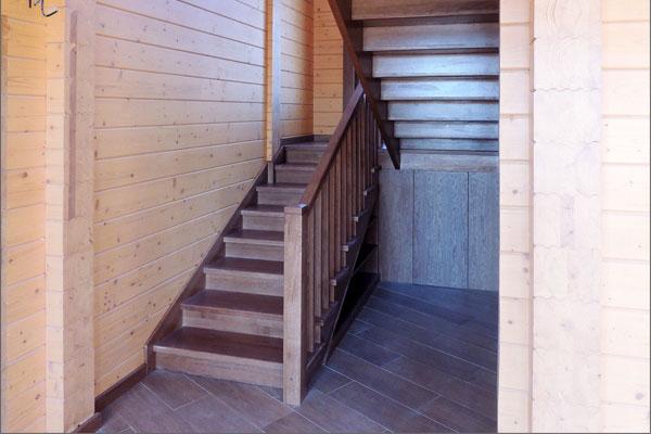 Лестница из дуба в современном стиле